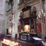 Altar bei den Kerzen Kölner Dom links